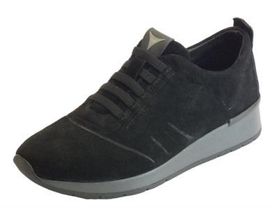 Articolo Sneakers Cinzia Soft in camoscio nero con allaccio rapido