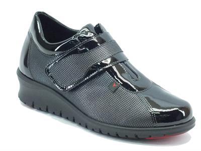 Articolo Sneakers Cinzia Soft per donna in ecopelle nera lucida con velcro
