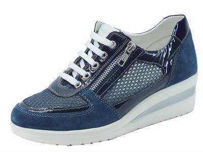 Sneakers Cinzia Soft per donna in nabuk e vernice blu traforata
