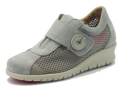 Sneakers Cinzia Soft per donna in nabuk grigio traforato con velcro