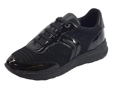 Articolo Sneakers Geox Airell per donna in tessuto e vernice nera zeppa bassa