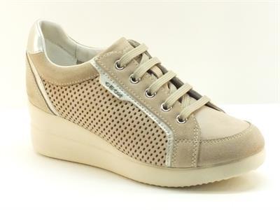 Sneakers Geox per donna in camoscio e pelle traforata beige