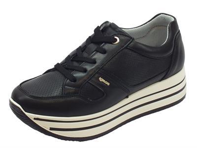 Articolo Sneakers Igi&Co per donna in pelle nera con zeppa 5cm