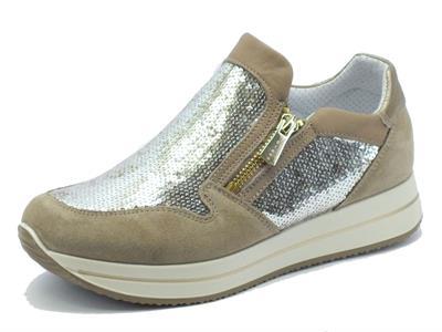 Sneakers Igi&Co per donna in pelle scamosciata taupe con paiettes e doppia lampo