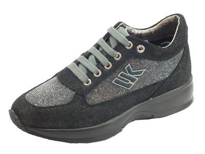 Articolo Sneakers Lumberjack Raul per donna in scamosciato grigio scuro e tessuto chiaro brillantinoso
