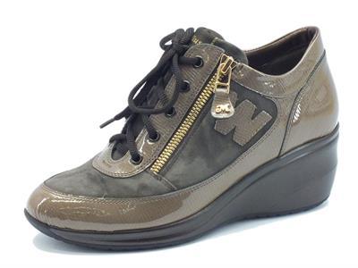 Articolo Sneakers Melluso Walk in vernice e camoscio taupe