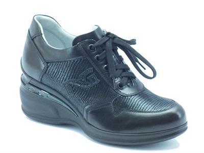 Articolo Sneakers Nero Giardini donna in pelle pitonata nera
