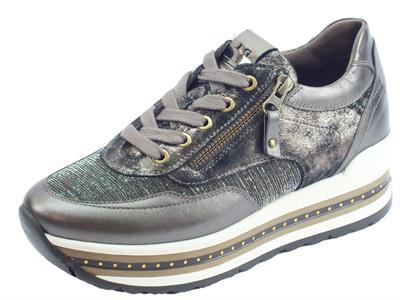 Sneakers NeroGiardini in laminato pelle verdegris oro e bronzo con lacci e lampo
