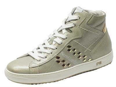 Articolo Sneakers NeroGiardini in pelle beige con effetto stars platino e chiusura con lacci e lampo