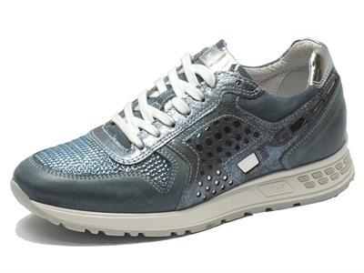 Sneakers NeroGiardini in pelle blu jensato con dettagli lamitato argento e brillantini