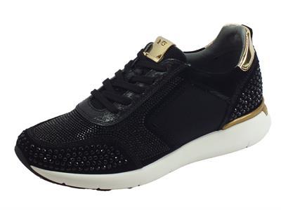 Articolo Sneakers NeroGiardini per donna in camoscio nero tempestato di bulloncini neri