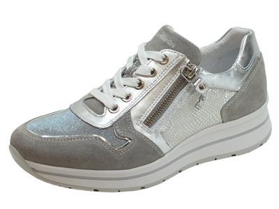 Articolo Sneakers NeroGiardini per donna in pelle argento e camoscio grigio