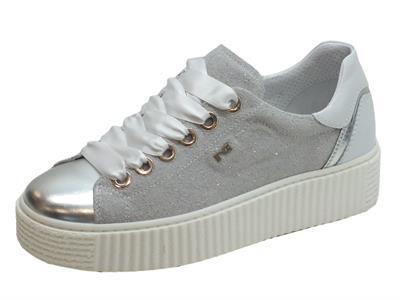 Articolo Sneakers NeroGiardini per donna in pelle argento e grigio effetto crosta