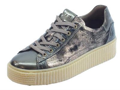 Sneakers NeroGiardini per donna in pelle crack bronzo con zeppa