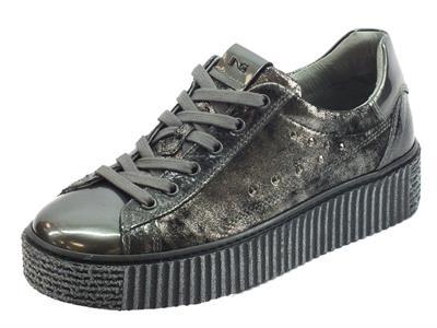 Articolo Sneakers NeroGiardini per donna in pelle crack grigio con zeppa