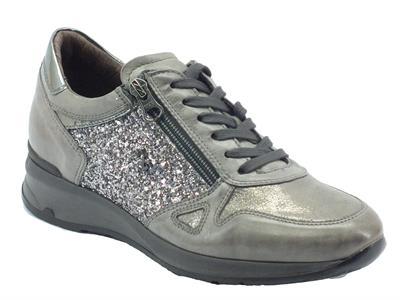 Articolo Sneakers NeroGiardini per donna in pelle grafite con glitter argento