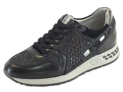Articolo Sneakers NeroGiardini per donna in pelle nera lavorazione glitter nero e argento