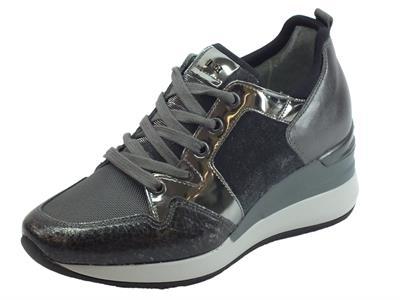 Articolo Sneakers NeroGiardini per donna in tessuto antracite e pelle martellata nera
