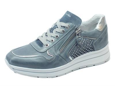 Articolo Sneakers NeroGiardini realizzate in pelle e camoscio blu con lacci e lampo