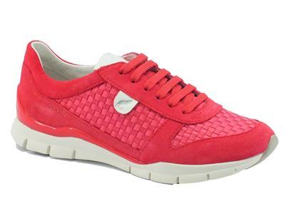 Sneakers per donna Geox in camoscio e tessuto intrecciato corallo