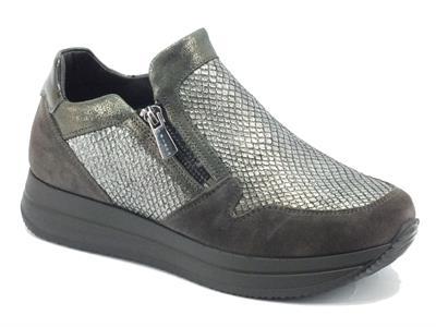 Articolo Sneakers per donna Igi&Co in camoscio e pelle grigia effetto pitonato