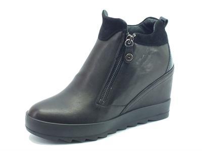Articolo Sneakers per donna Igi&Co in pelle nera con doppio lampo e zeppa