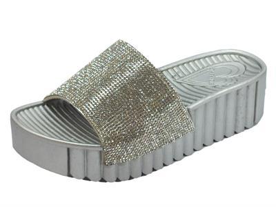Articolo Ciabatte fashion CafèNoir per donna in gomma argento effetto brillante argento zeppa alta