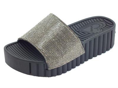 Articolo Ciabatte fashion CafèNoir per donna in gomma nero effetto brillante nero zeppa alta