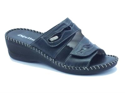 Pantofole Melluso per donna in pelle nera con doppio strappo