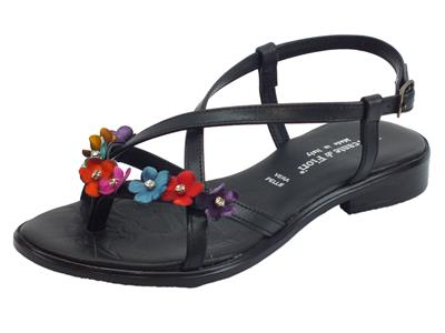 Articolo Infradito Mercante di Fiori in pelle nera con fiori multicolore tacco basso