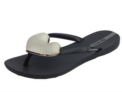 Articolo Ipanema 82120 Maxi Fashion II Fem Black infradito in gomma nera con cuore