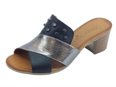 Cinzia Soft sandali scalsati per donna in pelle colore nero e peltro tacco medio