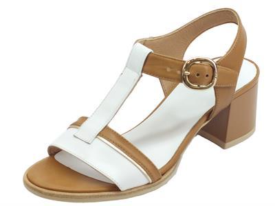 Articolo NeroGiardini P908200D Armenia Brandy Bianco sandali bicolore donna tacco basso in pelle