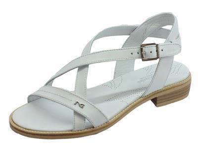 Articolo NeroGiardini P908230D Tigri Bianco sandali donna tacco basso in pelle incrociata