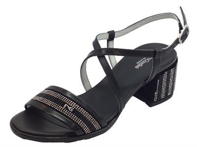 Articolo NeroGiardini P908253D Leon Velour Nero sandali donna tacco basso in pelle
