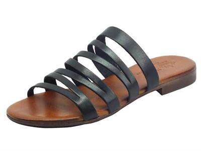 Articolo Nuova Cuoieria Y225-49 Nero Sandali Artigianali per donna in pelle tacco basso