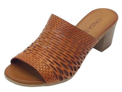 Articolo Sandali Cinzia Soft modello scalsato in pelle traforata cuoio