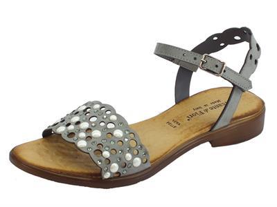Sandali Mercante di Fiori con tacchetto in pelle grigia traforata con borchiette bianche