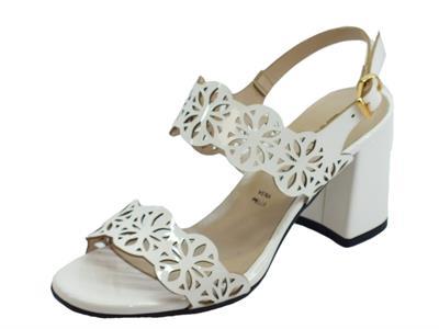 Articolo Cinzia Soft sandali con tacco alto per donna in vernice laserata bianca