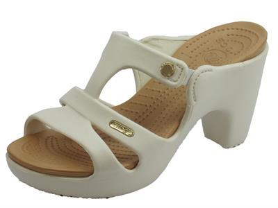 Articolo Crocs Cyprus V Heel W Oyster sandali donna in gomma ghiaccio e oro tacco alto