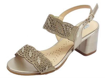 Articolo Melluso sandali per donna in nabuk e vernice laserati sabbia con brillantini argento tacco alto