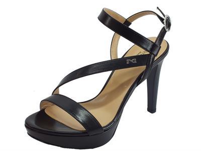 Articolo NeroGiardini P908471DE Nappa Pandora Nero sandali tacco alto in pelle nera con plateau