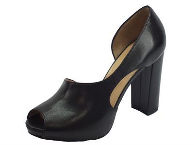 Articolo NeroGiardini sandali spuntati con tacco alto per donna in pelle nera