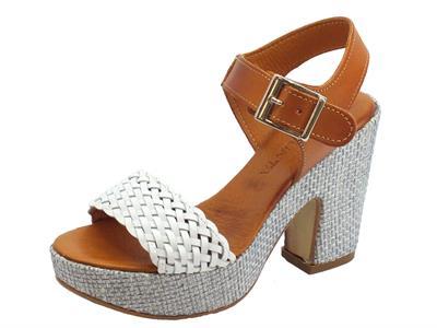 Articolo Pregunta sandali per donna a tacco alto in pelle intrecciata bianca e cuoio