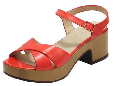 Articolo Wonders D-8801 Pergamena Rojo Sandali per Donna in pelle rossa tacco medio effetto legno