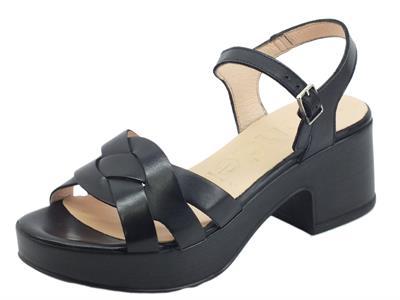 Wonders D8811 Pergamena Negro Sandali per Donna in pelle nera tacco medio e plateau