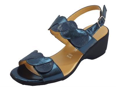 Articolo Cinzia Soft sandali comodi in pelle e saffiano blu e laminato doppio stretch
