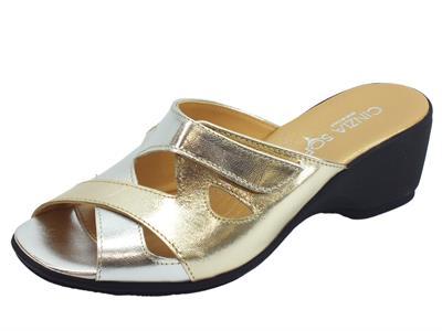 Cinzia Soft sandali in pelle argento e platino con regolazione a strappo