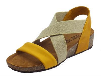 Articolo Cinzia Soft sandali in pelle giallo ed ocra calzata con elastico estetico