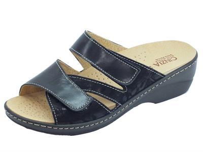 Articolo Cinzia Soft sandali linea comoda pelle tessuto nero doppio stretch sottopiede pelle